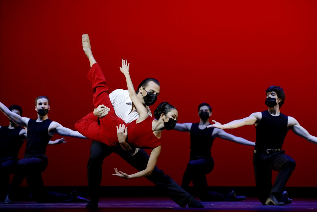 Das Aalto Ballett tanzt auf Harlequin Tanzboden