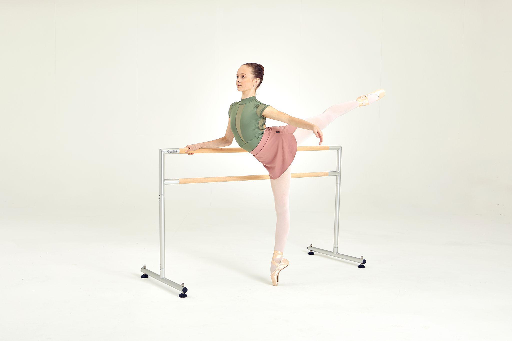 Mittlere freistehende Harlequin Ballettstange mit Ballerina