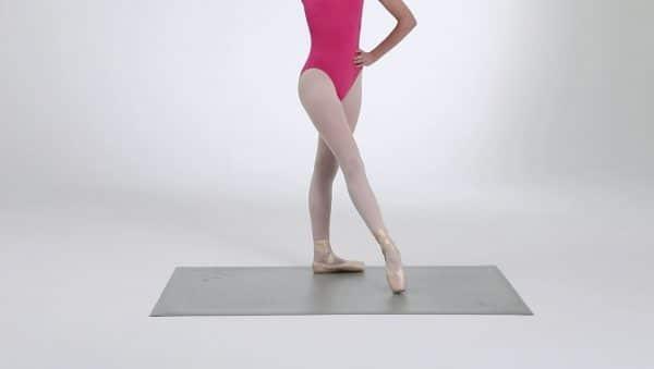 Evie tanzt auf der Studio Übungsmatte